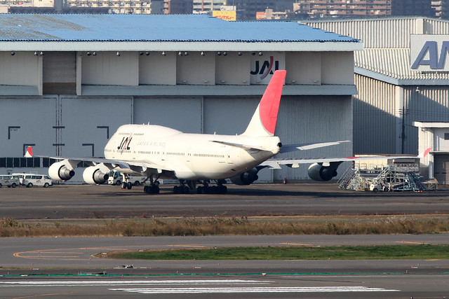 JAL B747-400(JA8921)