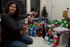 "Linda shows the presents • <a style=""font-size:0.8em;"" href=""http://www.flickr.com/photos/54494252@N00/5317119946/"" target=""_blank"">View on Flickr</a>"