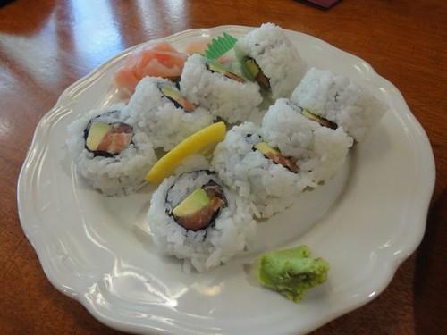 Sagano: Salmon avocado roll