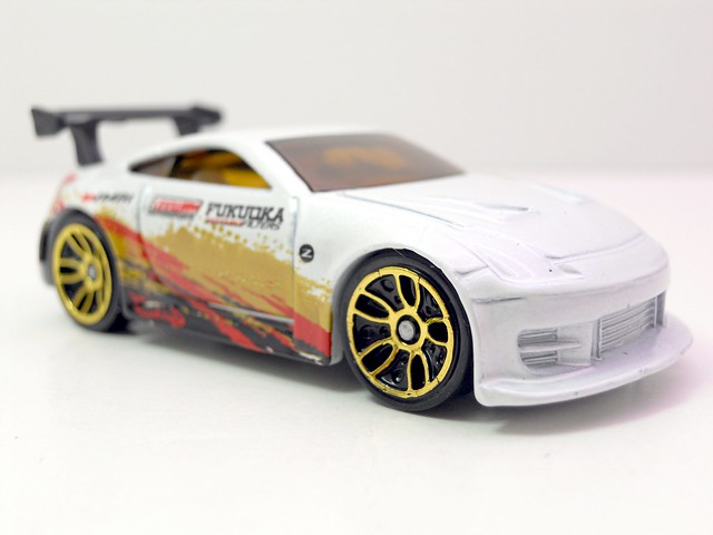 hot wheels nissan 350z white (2)