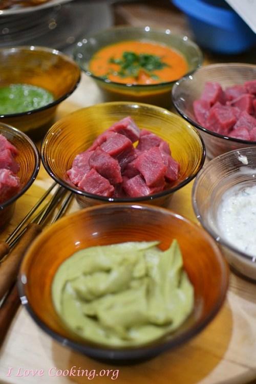 Fondue Bourguignonne & salsa al cetriolo