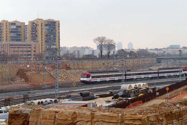 Acceso de Ronda de Sant Martí a plataforma ferroviaria - 07-02-11