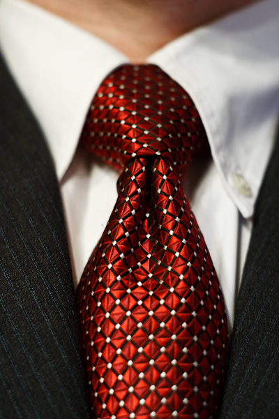 A full windsor knot.