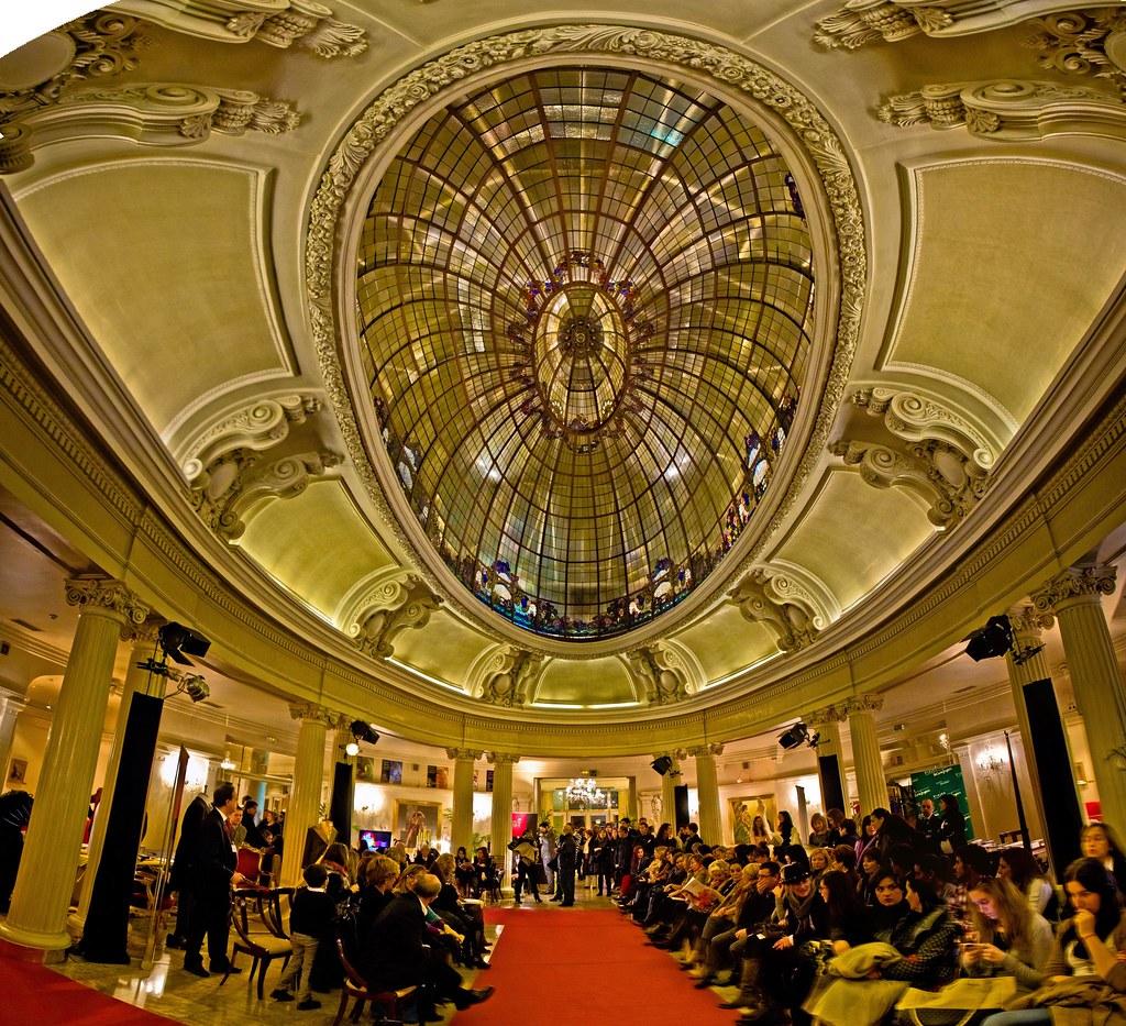 Panorámica del hall del Hotel Carlton de Bilbao
