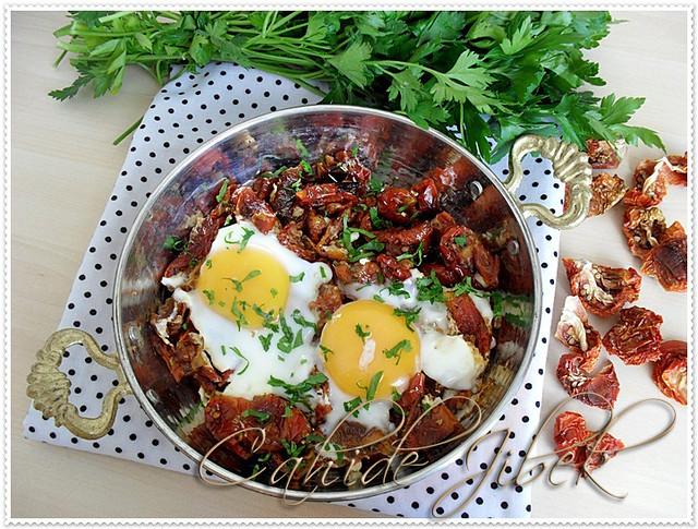 Kahvaltılık domatesli yumurta
