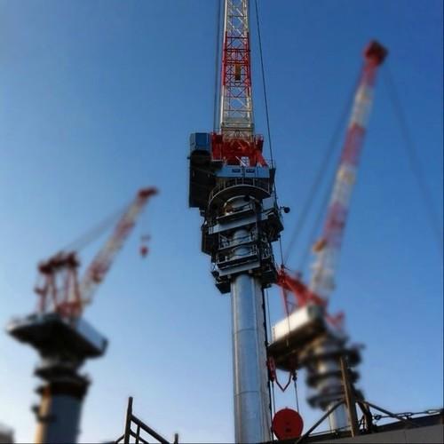今日の初投稿だよ~! 最近のお気に入りiDOFで手前のクレーンをくっきりさせて見たよ! うまくできたかな? #Osaka #Abeno #crane
