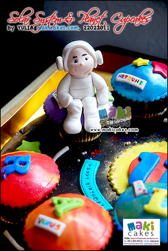 Solar System Planet Astronaut Cupcakes - Maki Cakes