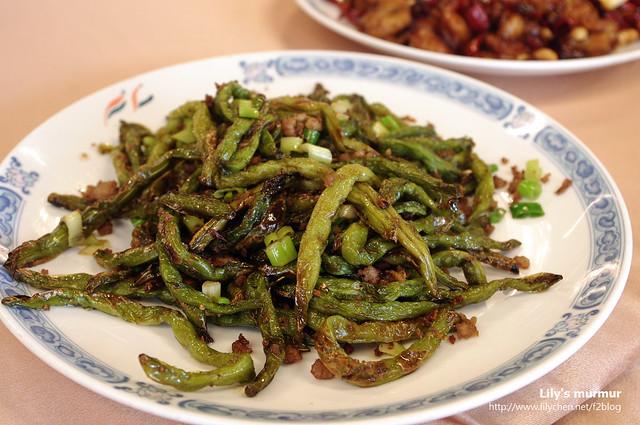 干煸四季豆看起來乾,我覺得有點稍微乾了點,如果沒那麼乾可能會更好,但是調味是很好吃的。