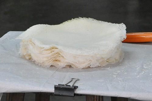Chowrasta Market - making popiah skin 2
