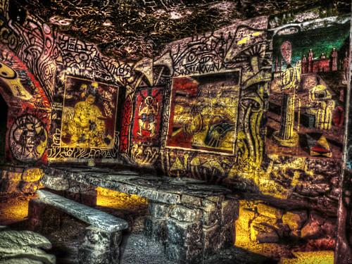 La Salle Egyptienne, Catacombes 14eme, Paris by Monigote Valencia