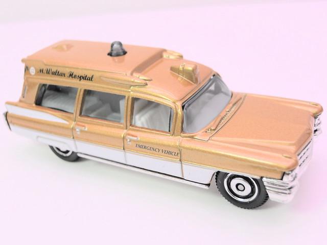 matchbox '63 cadillac ambulance gold (2)