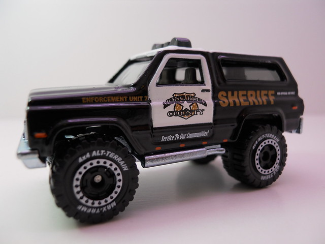 matchbox '89 chevy blazer sheriff lesney box   (3)