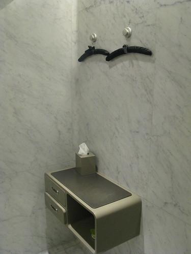 Qantas First Class Lounge - Melbourne Bathroom