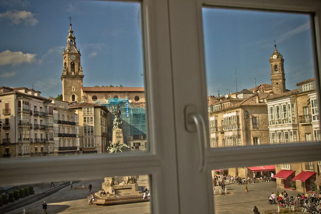 Plaza de la Virgen Blanca, desde la sede de EAJ-PNV