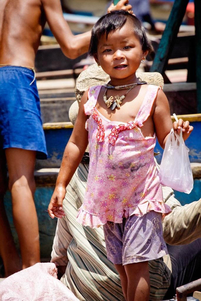 girl Tonlé Sap