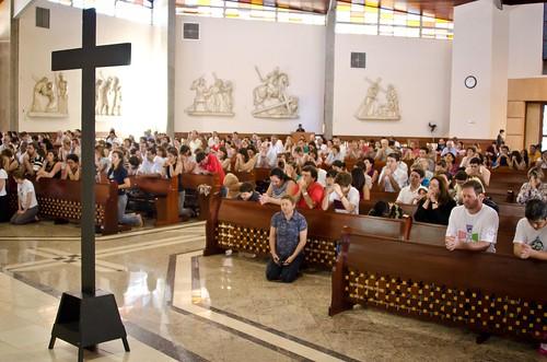 Via Sacra no Templo: Catequistas, Coroinhas, Infância Missionaria e Dom Bosco Kids. 22/04/2011