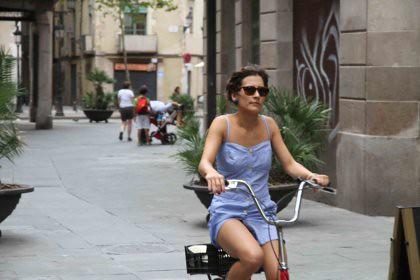 10h05 Barcelona Borne y vuelta041 Chica en bicicleta