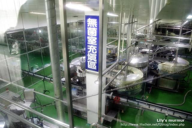 這是礦泉水填充區,是在無菌室內進行的。