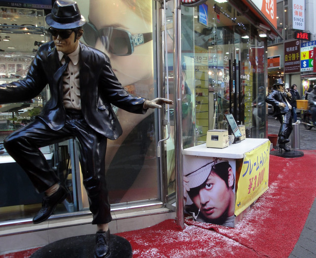 Blues Brothers in Namdaemun Market
