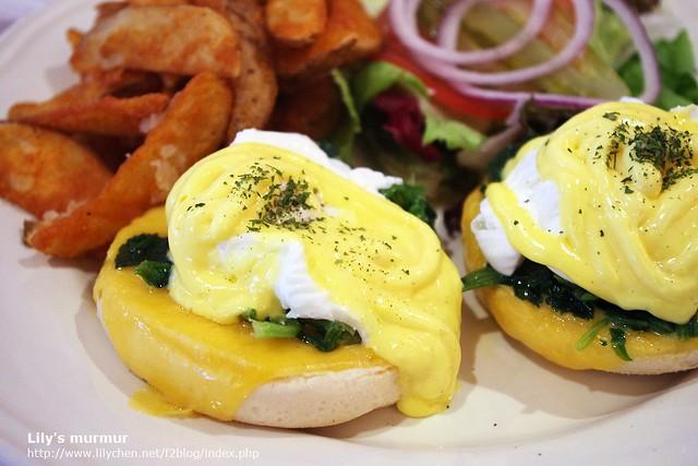 近拍菠菜起司班尼迪克蛋,感覺還不錯吃的樣子。