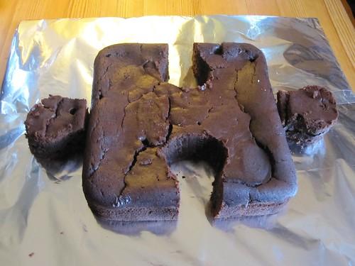 Jigsaw cake base
