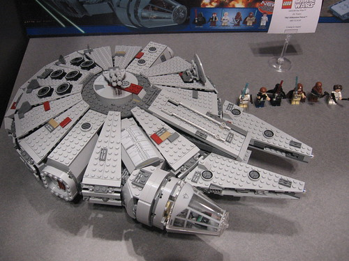 LEGO Toy Fair 2011 - Star Wars - 7965 Millennium Falcon - 02