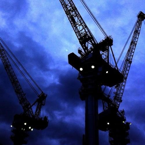 クレーントランスフォーマー現る? 今日もお疲れ様でした。☆。.:*:・'゜ヽ( ´ー`)ノ まったね~♪ #crane #Osaka #Abeno