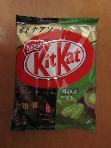 "オトナアソート Kit Kats (Adult Assortment): オトナの甘さ (""Adult Sweetness"") Kit Kat & 濃抹茶 (Koi-matcha/Dark or thick Green Tea) Kit Kat"