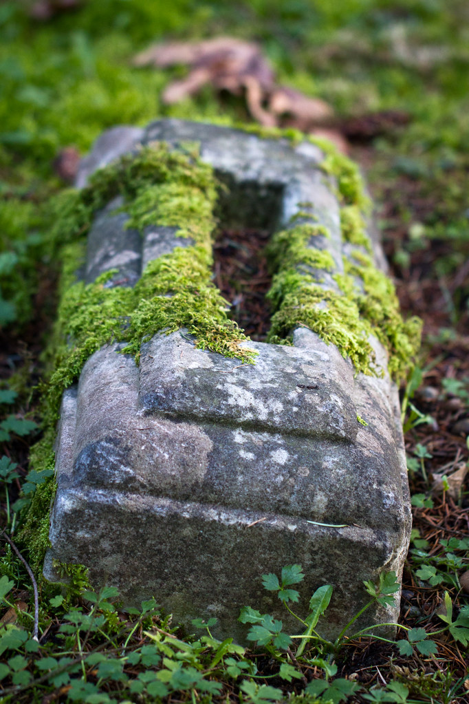Casket stone