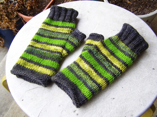 striped glass mitts