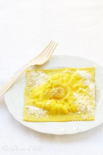 Raviolone all'uovo, ricotta e tartufo