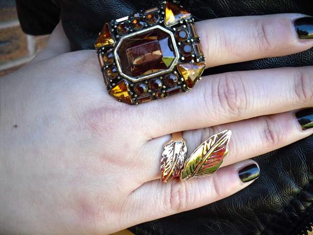 Rings amber detail