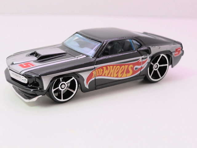 hot wheels '68 ford mustang blk (2)