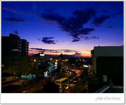 Nubes sobre la ciudad by Julio César Correa
