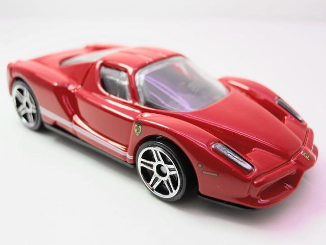 hot wheels enzo ferrari red (2)