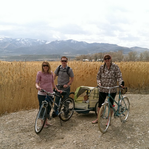 The family that bikes together...