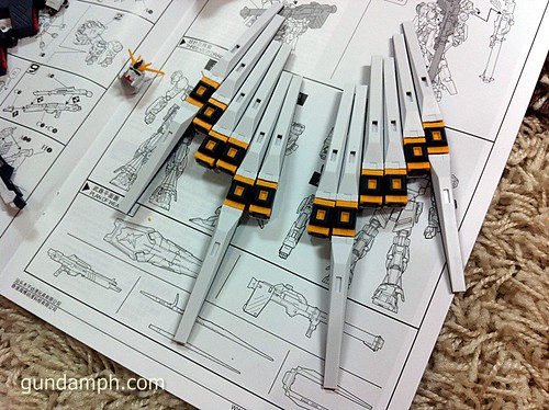 Building MC RX-93 Nu Gundoom Gundam (15)
