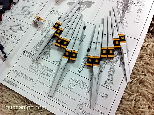 Building MC RX-93 Nu Gundoom Gundam (15)