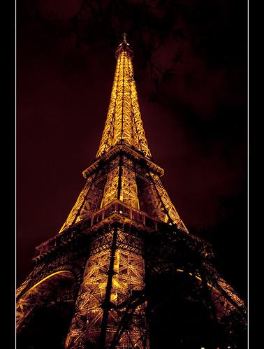 LA TOUR EIFFEL ILUMINÉE (Paris)