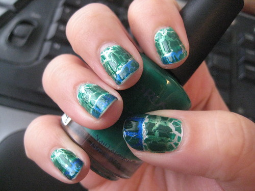 Canucks manicure 2 with crackle