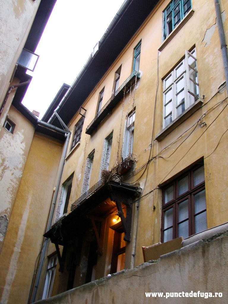 curte interioara- ferestre