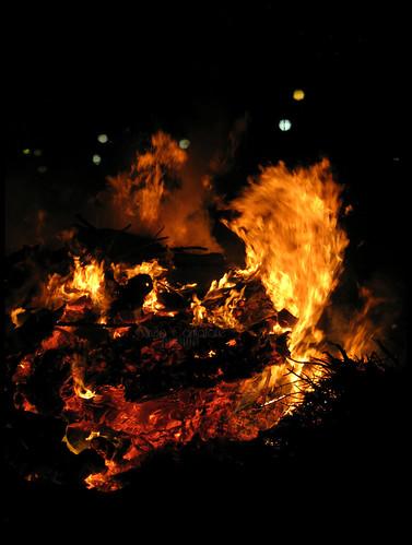 Il fuoco è bello, sì ma brucia... by [Piccola_iena]