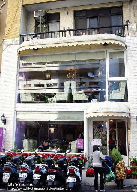 向餐廳的外觀裝潢。就在敦南Sogo後方的巷子裡,外觀很好辨識啊。