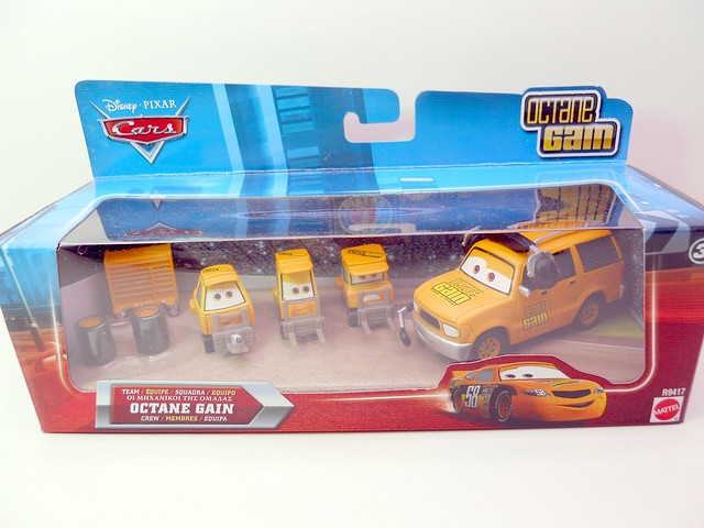 disney cars international octane gain pit crew set (1)