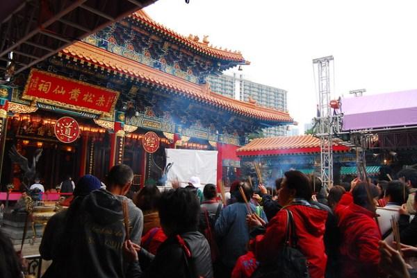 Fieles en el Wong Tai Sin Temple