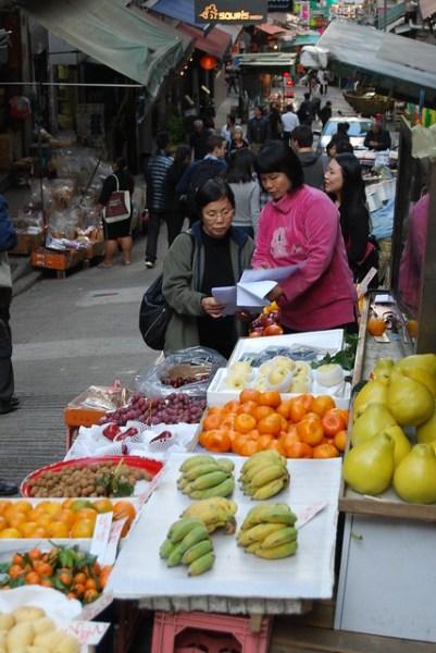 Puesto callejero de fruta en Mid-Levels