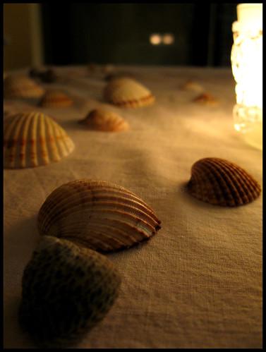 Mi concede l'onore di questa cena, a lume di candela? by [Piccola_iena]