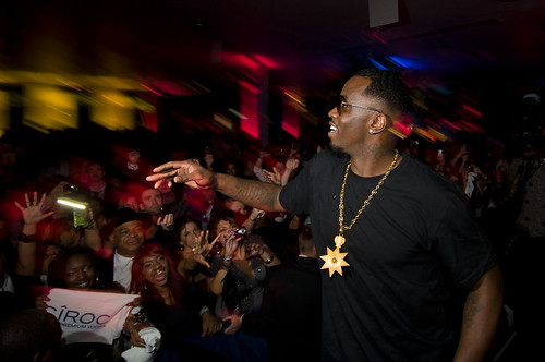 Diddy-and-crowd-at-CIROC-SB-Event