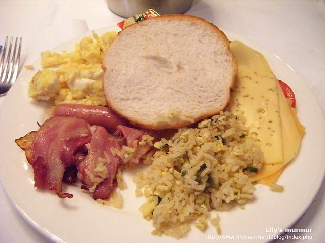 我的第一盤荷蘭早餐。用隨身相機拍的,照片品質不怎麼好...
