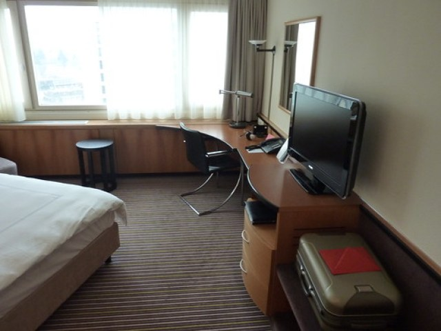 Swissotel Hotel Zurich Room 2116 (1)